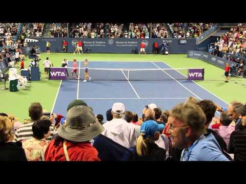 2014.08.15 - Western & Southern Open: Maria Sharapova vs Simona Halep 002