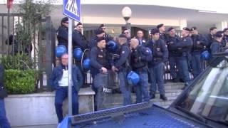 video Fin dalle 8 di mattina iniziano le manifestazioni in diversi punti della città di Palermo. Davanti palazzo delle Aquile a Palermo il movimento dei disoccupati fa un sit- in con manifesti....
