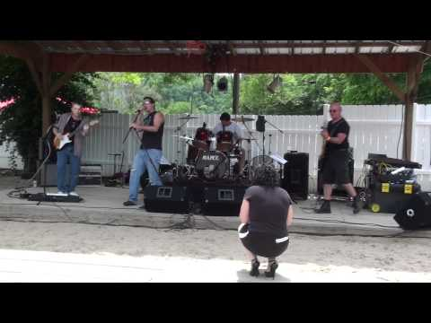 "Zed's Dead  - ""Dani California"" (Red Hot Chili Peppers cover)  - Riptides, Lexington, KY  05/28/11"