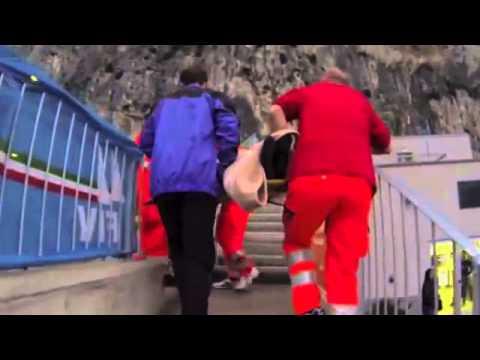 Жесткое падение при прыжке с парашютом со скалы