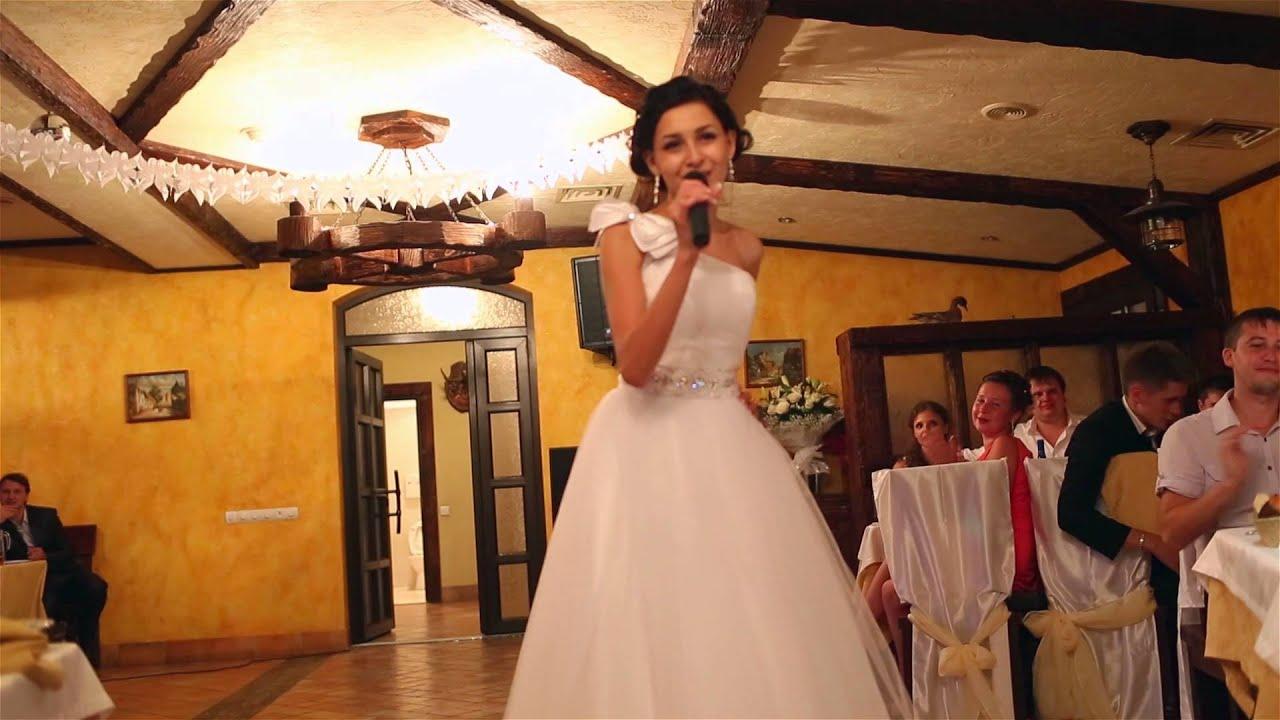 На свадьбе отсосала