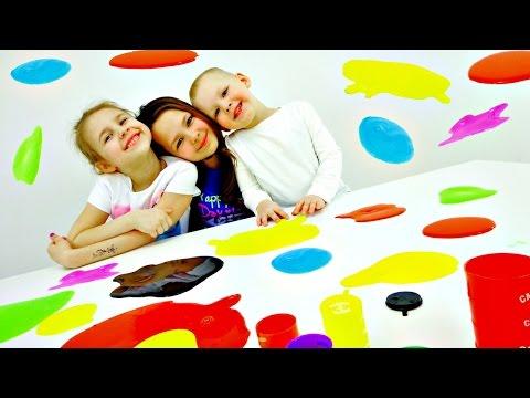 Разноцветные лизуны. Смешное видео для детей.