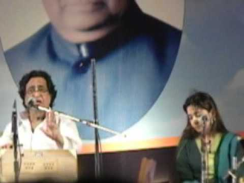 Pt.Hridaynath Mangeshkar and Radha singing Majhe rani majhe...