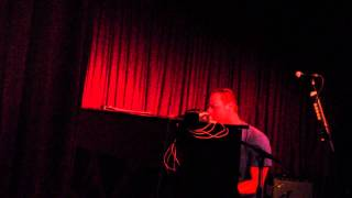 Chris Martin Surprise Guest Appearance At The Hotel Cafe 11 5 13