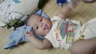 Bé 4 tháng tuổi vận động cười ngả nghiêng gây xôn xao cư dân mạng | Ku RÔ 4 tháng tuổi