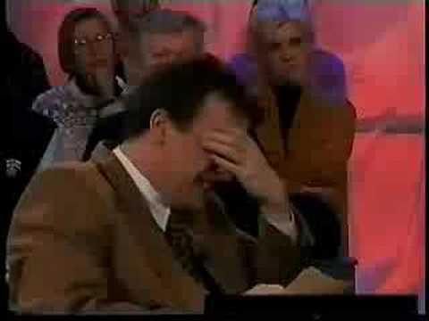 مذيع مجنون يضحك على صوت ضيف Music Videos