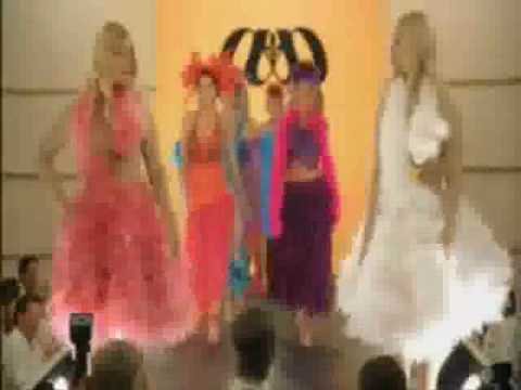 White Chicks Catwalk Scene ( Move Your Feet Junior Senior )