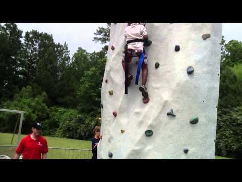 Bryce Kilemba climbing « the wall »
