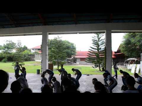 Villaflores College 2014 P.E 1 Cheer Dance Competition Champion...