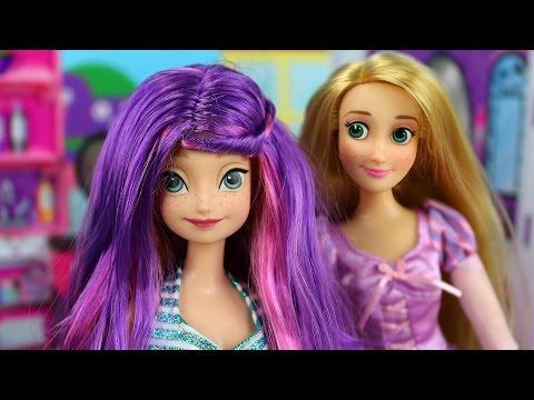 Frozen Anna Elsa y Barbie van al Salón de Belleza de Rapunzel con Kristoff y Bella Español