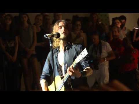 30 Seconds To Mars - Hurricane (acoustic) + From Yesterday (acoustic) + The Kill (Paris 09/07/13)
