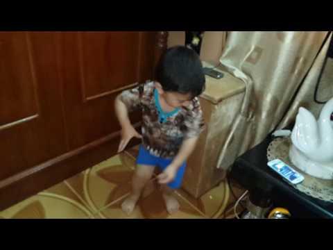 اجمل رقصة طفل عراقي thumbnail