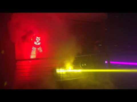 DJ KAIRUZ Y EL ROBOT LED