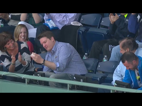 Red Sox fan justifies dropping foul ball