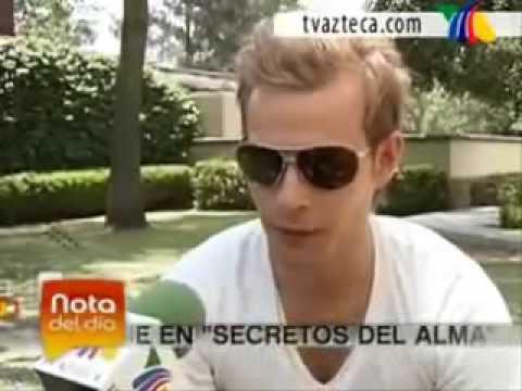 DERECHOS RESERVADOS DE TV AZTECA. El actor habla sobre como alex se siente al ver a lucia muerta y sobre los sintomas que tuvo ante esta escena.