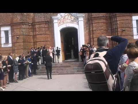 Jonas ir Eglė Valančiūnai po vestuviu ceremonijos Šiluvos bazilikoje