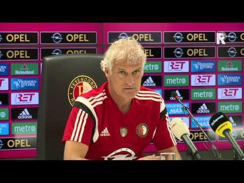 Fred Rutten op de persconferentie voor Feyenoord-Heerenveen