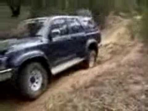 Toyota Hilux Surf off road