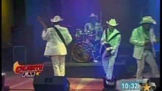 Watch Los Tigrillos El Camaleon video