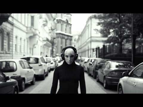 Majka és Curtis - Elvitted A Szívemet (Official Music Video)