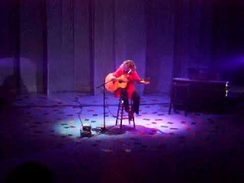 Vicki Genfan: Incredible guitar playing