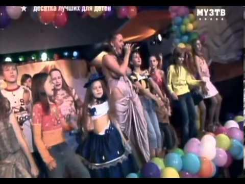 Busty russian teen singer on kids tv show.