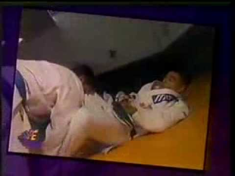 Rickson training with blue belt no hands then open guard 90s Image 1