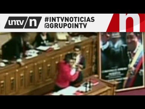 UN HOMBRE INTENTA ATACAR A NICOLAS MADURO EN LA ASAMBLEA NACIONAL - 19/4/2013