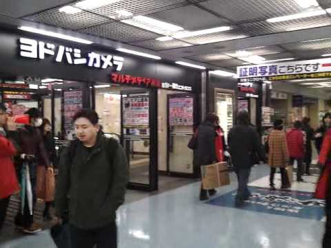 Yokohama Mall walking around people watching