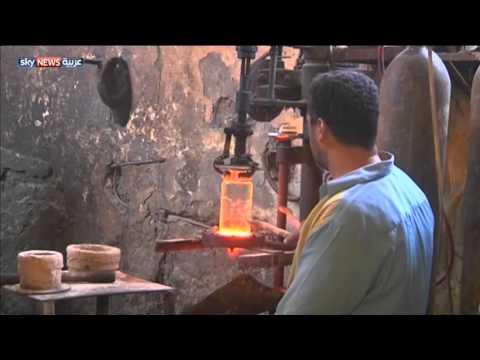 مصنع مصري ينتج الزجاج بوسائل تقليدية