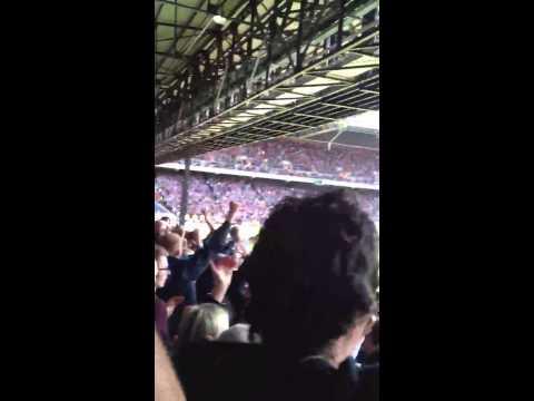 West Ham fans, celebrating Zarates goal vs Crystal Palace 3-1