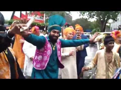 india wedding mumbai barat bhangra dancers & dhol wala call...