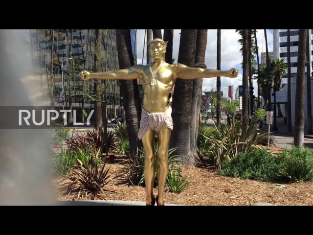 USA: Christ-like Kanye sculpture appears on Hollwood Boulevard
