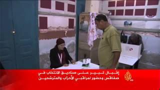 كاميرا الجزيرة تدخل أحد مكاتب الاقتراع بمدبنة صفاقس