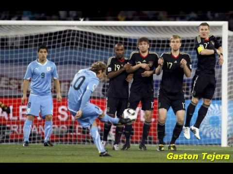Homenaje a Diego Forlan con cancion the vuvuselas (CANCION A DIEGO FORLAN)