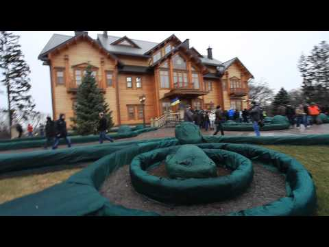 Walking tour of former Ukrainian President Viktor Yanukovych's lavish estate near Kyiv, Ukraine - 7