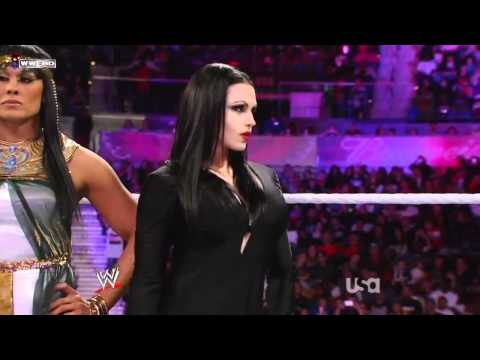 WWE 31/10/11 Divas Halloween Battle Royal