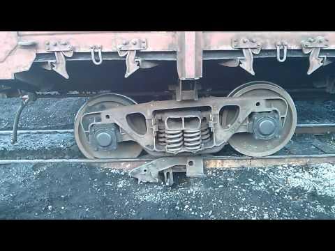 Как ставят на рельсы сошедшие с них поезда