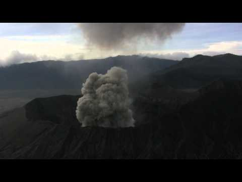 Mount Bromo volcano explosive eruption accompanied by powerful shockwave (1/1)