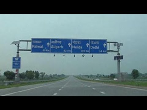 Driving on the Yamuna Expressway: Delhi to Agra in two hours