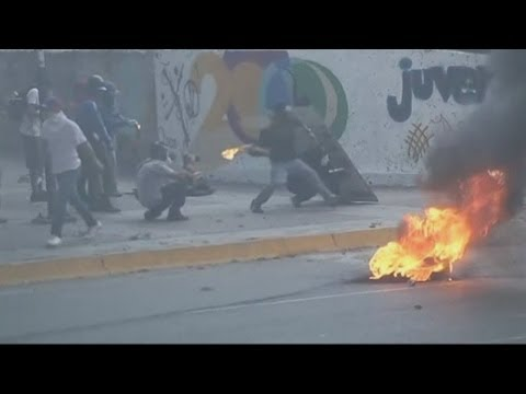Venezuela riots: New clashes erupt during protests in Caracas