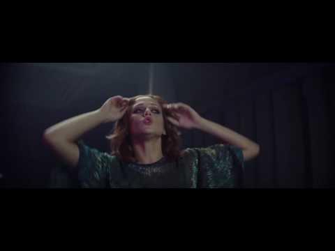 Emma Drobná - Smile [Official Video]