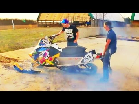 SNOWMOBILE BURNOUT!