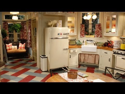 HOT IN CLEVELAND Exclusive Set Tour! - QUIET ON THE SET