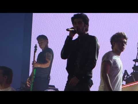 One Direction. What Makes You Beautiful. Edward Jones Dome....