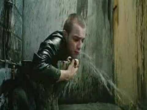 trainspotting scena cesso esce