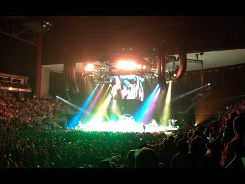 Garth Brooks Concert video