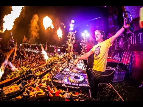 Armin van Buuren Live at TomorrowWorld 2013 (Full DJ Set) klip izle