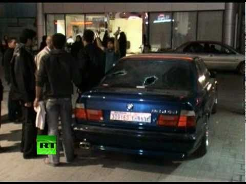 Bahrain Crackdown: Riot police storm protest camp on Manama Pearl Square