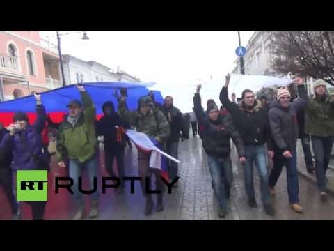 Ukraine: Russian flag replaces Ukraine's in Simferopol centre
